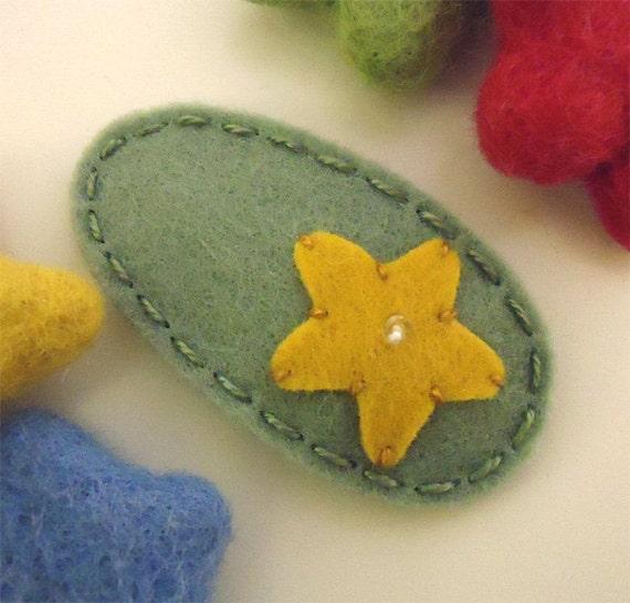 Felt hair clip -No slip -Wool felt -Mustard starfish -tea green