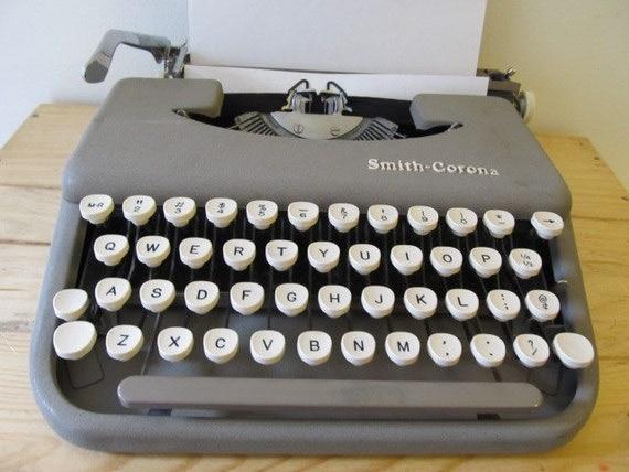 Portable vintage Smith Corona with original case - 1950s
