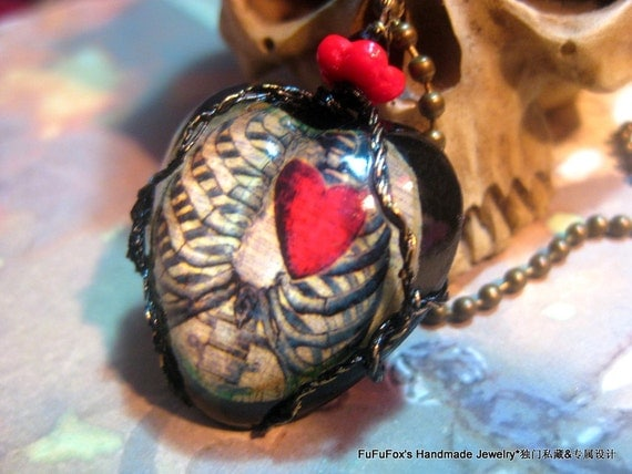My heart still beats for you skeleton cage red heart resin heart-shaped pendant