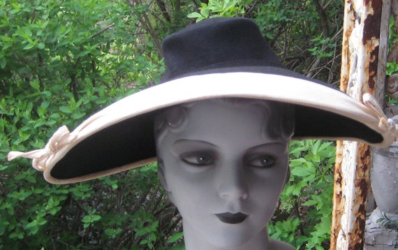 Fab Vintage 1940s Big Wide Brim Black N Cream Hat With Bows