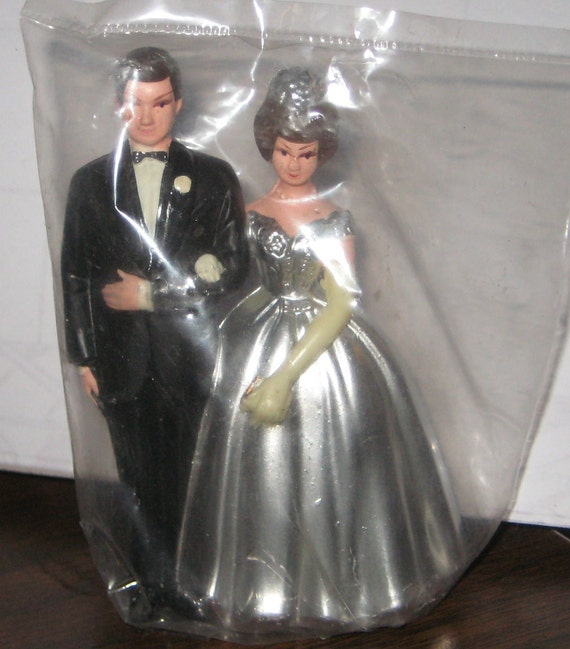 Sweet Chic 1970s  Wedding Cake Topper Bride Groom Silver Anniversary 25 Years