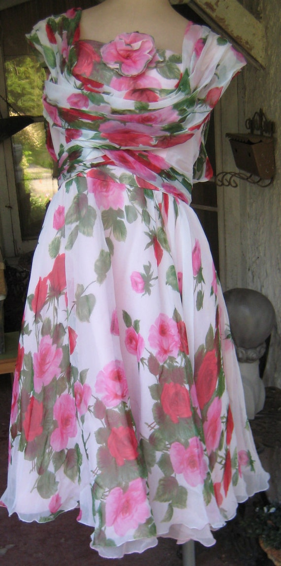 Roses Are Red N Sometimes Pink Fabulous 1950s Flowing Rose Party Dress Way Chic