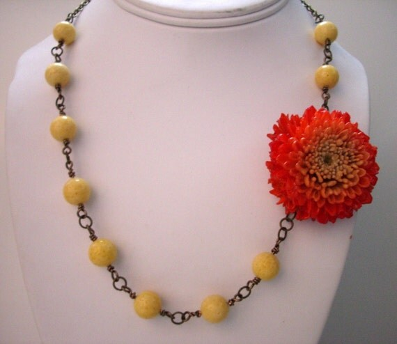 CHRISSY    Real Chrysanthemum Flower and Yellow Sponge Coral Necklace