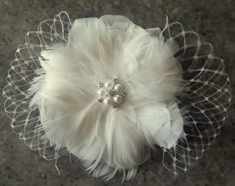 Bridal Hair Clip, Feather Hair Clip, French Net, Feather Flower Fascinator, Wedding Fascinator, Wedding Hair Clip, Ivory Fascinator, White