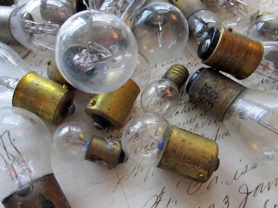 steampunk junk - 29 assorted small light bulbs