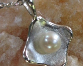 Sterling Curve Pearl Necklace