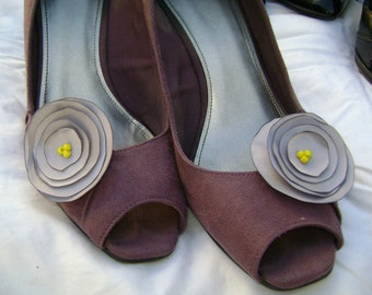 Grey Days Flower with Yellow Centers Shoe Clips