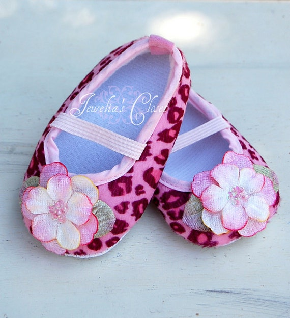 pink cheetah print baby crib shoes with soft velvet and sequin