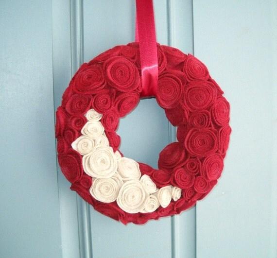 Felt and Yarn Wreath - Red and Oatmeal