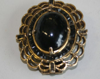 Art Deco jet black cabuchon brooch, victorian mourning, gold pin