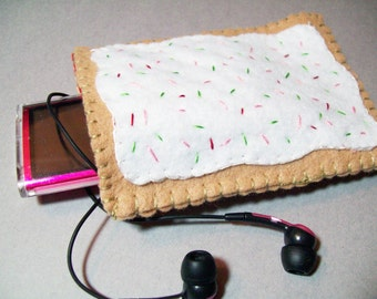 Felt Poptart cozy/pouch (Strawberry)- Great cozy for ipods, phones, cameras, etc