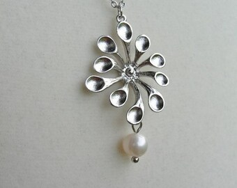 Silver Mod Spoon Daisy Necklace - gift, Christmas, romantic, retro, bridesmaid. wife, birthday, mother, daughter, friend