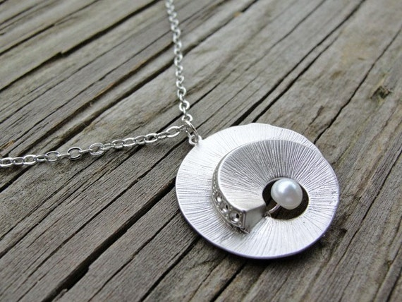 Silver Seashell with Pearl Necklace