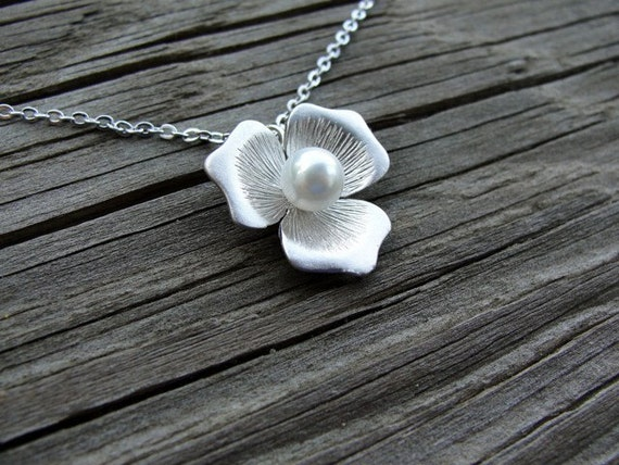 Pretty Petals Necklace - gift, mother, birthday, wife, bridesmaid, sister, daughter, romantic, friend