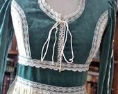 vintage 70s GUNNE SAX of San Francisco corset dress // peek-a-boo lace sleeves  // S M