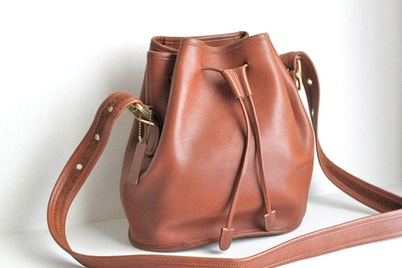 vintage COACH Legacy drawstring bucket bag // in British Tan leather // 9952