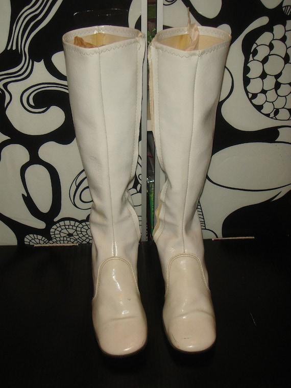Vintage 70s White Vinyl Go Go Boots Sz 7