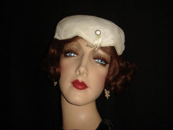 Vintage 50s 60s White Faux Fur Hat with Rhinestone Accent / Unusual 1950s 1960s Bowl Hat with Scallop Edges