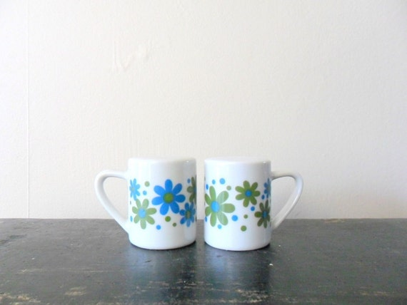 vintage MOD 60s takahashi retro flower power salt and pepper shakers, colorful, retro kitchen, floral