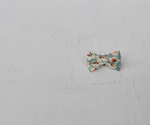 Lovely little bow ring - I am your garden from years ago