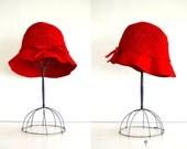 vintage cloche hat : CHERRY RED braided wool
