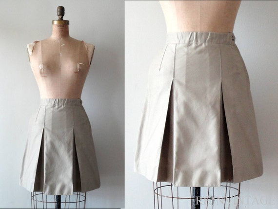 vintage KHAKi SCHOOLGiRL pleated mini skirt
