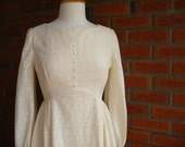 Beautiful 1960s Cream Colored Wedding Dress With Pearly Buttons