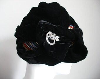 Vintage Velvet PICO MR JOHN Wrap Hat / Paris New York Designer Cloche Hat / Rainbow Colored Lining / Silver Brooch Clip / Roaring 20s l