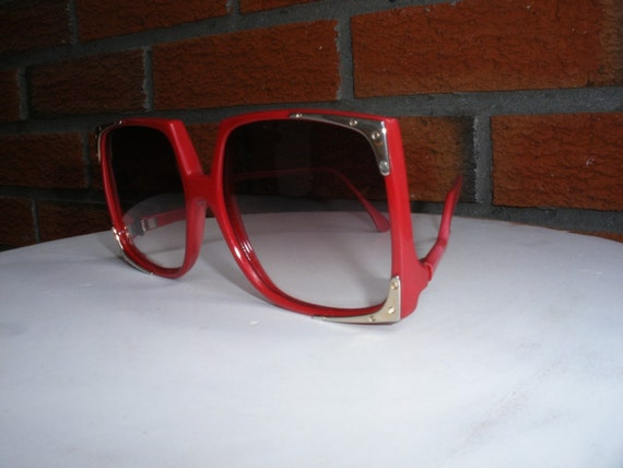 Red Hot Vintage 80s Sunglasses With Gold Detailing