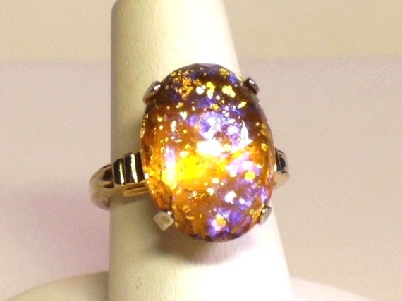 Vintage 50s Ring w Prong Set Confetti Cabochon Center