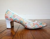 Colorful Shoes Mod 1960s Vintage Naturalizer Heels with Bright Swirls Size 7