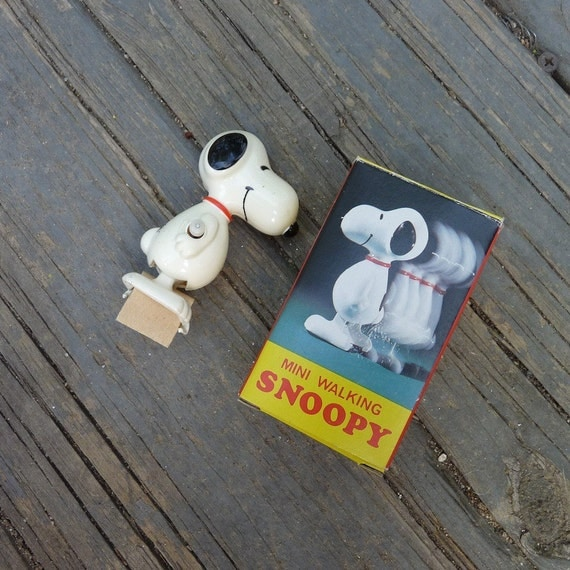 Original Snoopy Memorabilia by Aviva. 1958 Mini Walking Snoopy Wind Up Toy Collectable With Box.