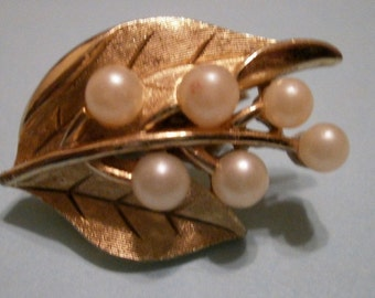 Vintage Signed Trifari Gold and Pearl Clip Earrings
