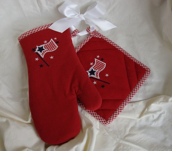 Americana red kitchen linens Pot holder and oven mit set 4th of July Patriotic red and white with flag embroidered