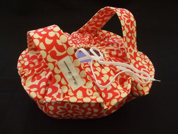 Casserole Carrier - cherry red lotus by Amy Butler