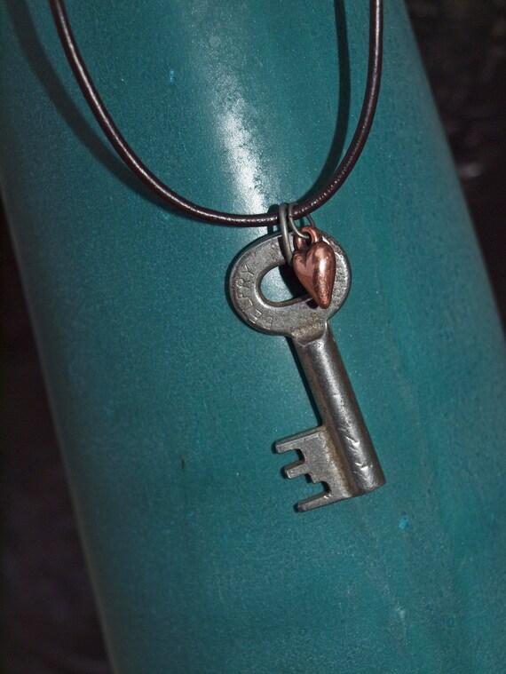 true vintage key - necklace