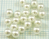 20 8mm Glass Pearl Beads - White
