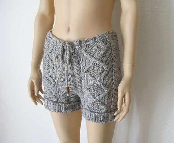Cable knit sweater shorts in grey