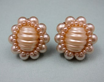 SALE Vintage Pearl Earrings Screw Back Earrings