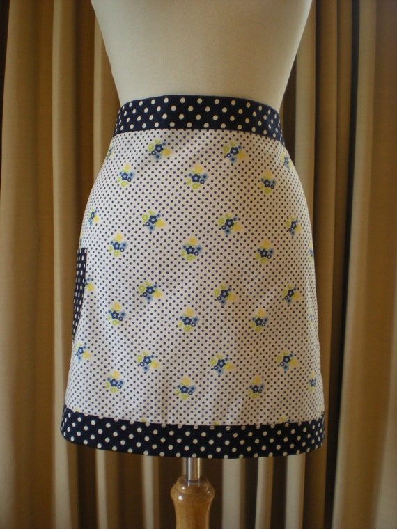 Chef   Style   half   Apron   Vintage inspired     'Polka dots and poises'.