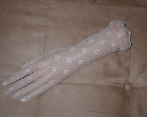Elbow-length Vintage White Cotton Fishnet Gloves