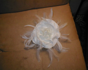 Bridal Headpiece Haircomb of Rose and Feathers