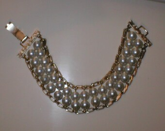 Vintage 1950s Pearl Bracelet signed Sarah Coventry