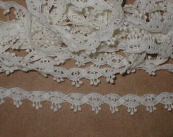 Vintage Dainty Venice Lace Trim ivory
