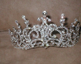 Extraordinary Rhinestone Tiara Crown