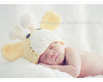 Baby Giraffe Hat in Soft Yellow and Ivory, Baby Photo Prop, 3-6 months