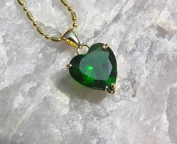 Green Emerald Solitaire Heart Pendant - Vintage