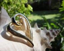 vintage jewelry goldtone heart brooch romantic curled love symbol