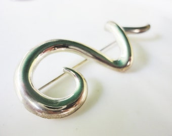 vintage jewelry curled swirl gold signed JJ pin brooch