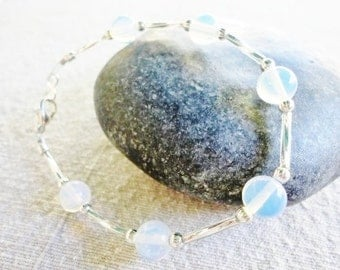 beautiful semi-rigid bracelet with round clear beads